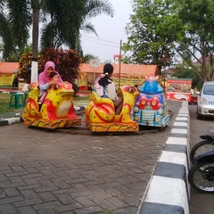 Photo taken at Alun Alun Kendal by Akhmad Yuni A. on 6/11/2014