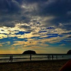Photo taken at หาดกะตะ (Kata Beach) by Katusha on 1/7/2013