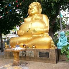 Photo taken at วัดหลวง (Wat Luang) by Tinn K. on 7/26/2014