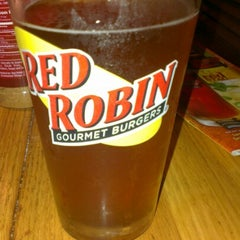 Photo taken at Red Robin Gourmet Burgers by Fredrik O. on 12/21/2012