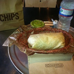 Photo taken at Chipotle Mexican Grill by DinoAlanso on 3/25/2013