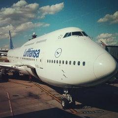 Photo taken at Lufthansa Flight LH 419 by Loren S. on 6/29/2013