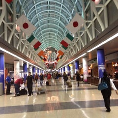 Photo taken at Chicago O'Hare International Airport (ORD) by Gaby L. on 10/6/2013
