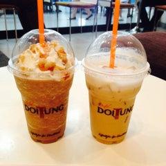 Photo taken at Café DoiTung (คาเฟ่ ดอยตุง) by Bussara S. on 8/4/2015