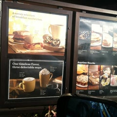 Photo taken at Starbucks by Di Di on 1/21/2013