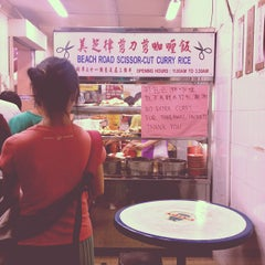 Photo taken at Beach Road Scissor-Cut Curry Rice 美芝律剪刀咖哩飯 by Andrea L. on 9/14/2012