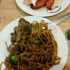 Photo taken at Grand China Buffet by Al D. on 11/18/2014