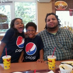 Photo taken at Bojangles' Famous Chicken 'n Biscuits by Jevon O. on 10/13/2012