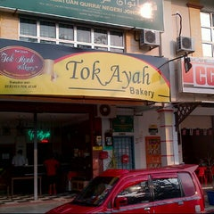 Photo taken at Tok Ayah Bakery (Roti Naik) by Pam S. on 9/22/2012
