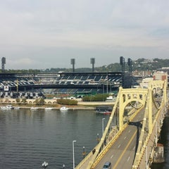 Photo taken at Renaissance Pittsburgh Hotel by Iztok U. on 9/30/2014