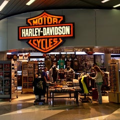 Photo taken at Windy City Harley-Davidson by Luis d. on 8/17/2015