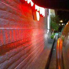 Photo taken at In-N-Out Burger by Lizette C. on 10/2/2011