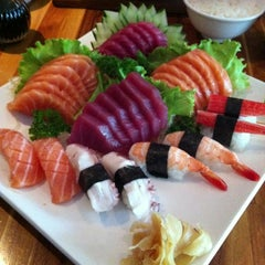 Photo taken at Sushi Papaia by Ygor F. on 12/19/2012