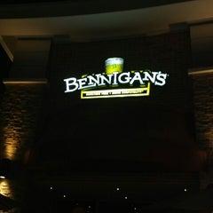 Photo taken at Bennigan's by Mauricio F. on 2/21/2013
