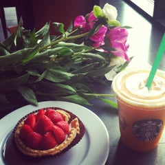 Photo taken at Starbucks by Sasha on 5/18/2013