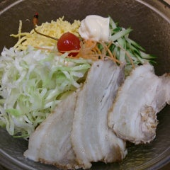 Photo taken at 京都ラーメン春陽堂 つかしん店 by Izumi T. on 6/12/2014