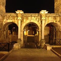 Photo taken at Üçkapılar (Hadrian Kapısı) by Bur@k P. on 1/28/2013