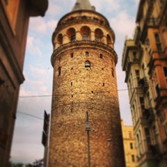 Photo taken at Galata Kulesi by Aysegul K. on 6/29/2013
