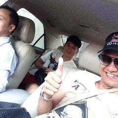 Photo taken at แยกยมราช (Yommarat Intersection) by 小马哥 A. on 10/19/2014