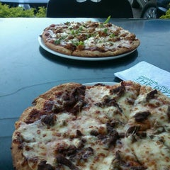Photo taken at Pizza Inn - Bellevue by Valentine K. on 11/6/2012