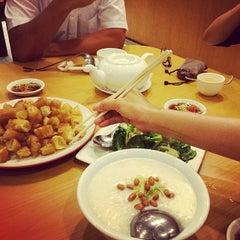 Photo taken at Laota Restaurant by Otto F. on 3/10/2014