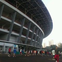 Photo taken at Stadion Utama Gelora Bung Karno (GBK) by Agung W. on 3/16/2013