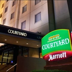 Photo taken at Courtyard by Marriott by Andre H. on 3/23/2016