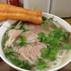 Photo taken at Phở 10 Lý Quốc Sư by Kenny F. on 2/7/2013