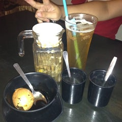Photo taken at Life Cafe 人间茶坊 by Hsin Yee C. on 10/28/2012