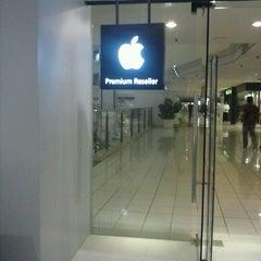 Photo taken at iStudio by Rolando Jr J. on 10/24/2012