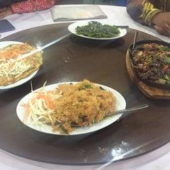 Photo taken at Q Thai Restaurant by Azrai A. on 5/12/2016