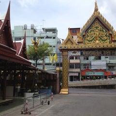 Photo taken at วัดเทพลีลา พระอารามหลวง (Wat Thep Leela) by Pakorn P. on 5/12/2013