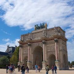 Photo taken at Arc de Triomphe du Carrousel by MikaelDorian on 8/12/2014
