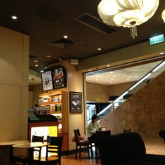 Photo taken at Starbucks 星巴克 by Jacky W. on 7/30/2013