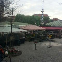 Photo taken at Viktualienmarkt by Olli P. on 4/27/2013