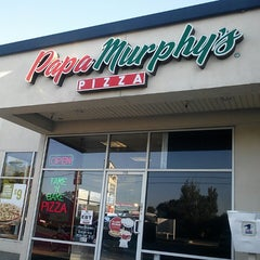 Photo taken at Papa Murphy's Take 'N' Bake Pizza by Melynda M. on 8/9/2013
