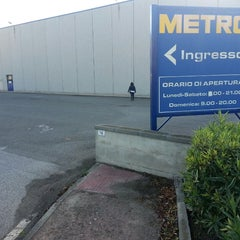 Photo taken at Metro Elmas by Zilaghe A. on 9/16/2013