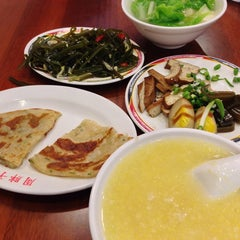 Photo taken at 周胖子餃子館 by Hugh W. on 10/20/2013