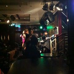 Photo taken at Bulldog's Bar & Grill by Василий Р. on 4/7/2013
