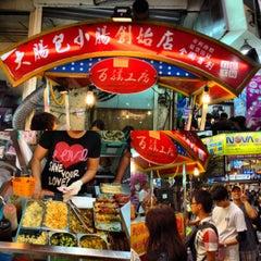Photo taken at 逢甲夜市 Fengjia Night Market by Kuanyu C. on 10/6/2012