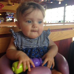 Photo taken at Red Robin Gourmet Burgers by Danielle H. on 4/29/2014