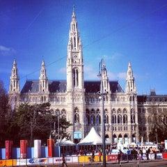 Das Foto wurde bei Rathausplatz von Ar T. am 3/2/2013 aufgenommen