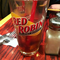 Photo taken at Red Robin Gourmet Burgers by Chris P. on 12/14/2012