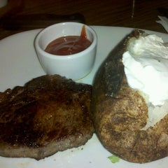 Photo taken at Outback Steakhouse by Rickie C. on 1/21/2013