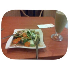 Photo taken at Solaria by ALfiaH D. on 12/25/2014