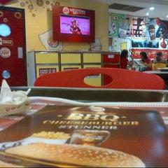 Photo taken at Burger King by Lis G. on 2/10/2013