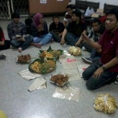 Photo taken at Hall Lantai 1 FKH UNAIR by Diar R. on 11/22/2012