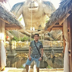 Photo taken at Isdaan Floating Restaurant by Jomz AJ G. on 8/30/2015