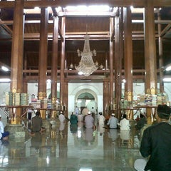 Photo taken at Masjid Agung Sunan Ampel by Joji Adi S. on 3/29/2013