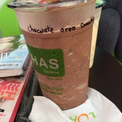 Photo taken at Lohas Tea Shop (Bubble Milk Tea) by Juexi T. on 7/11/2014